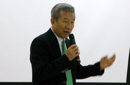 武久洋三・日慢協会長(2012年1月13日の記者会見)