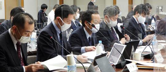 02写真_厚労省事務局_2020年12月23日_医療保険部会