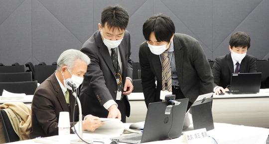 武久洋三会長と眞鍋馨課長ら_20201201介護給付費分科会